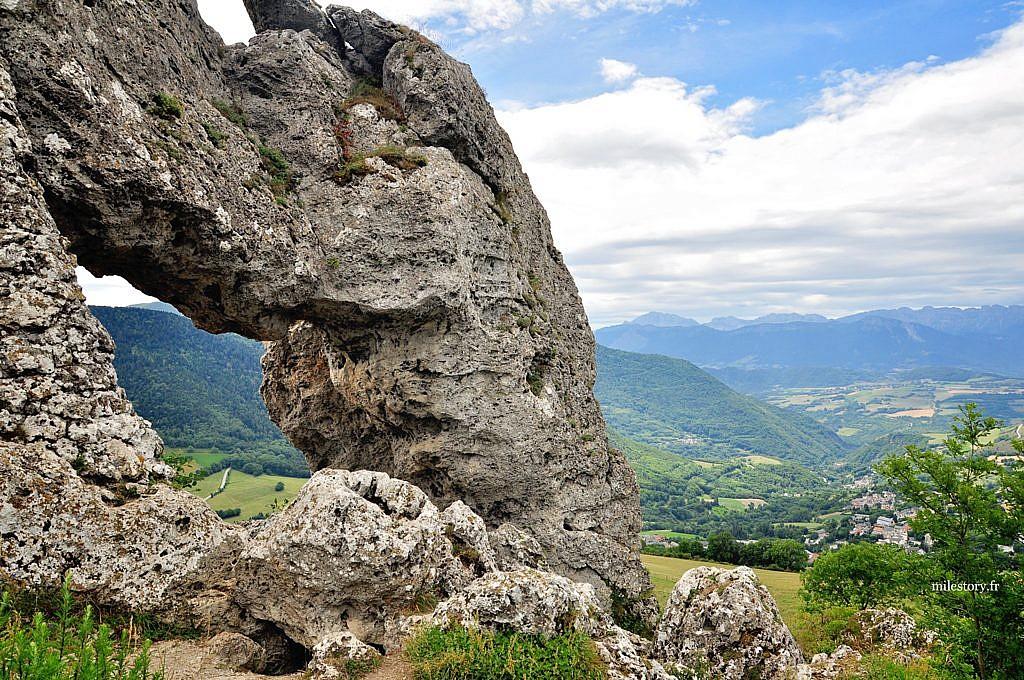 pierre percée du dauphiné
