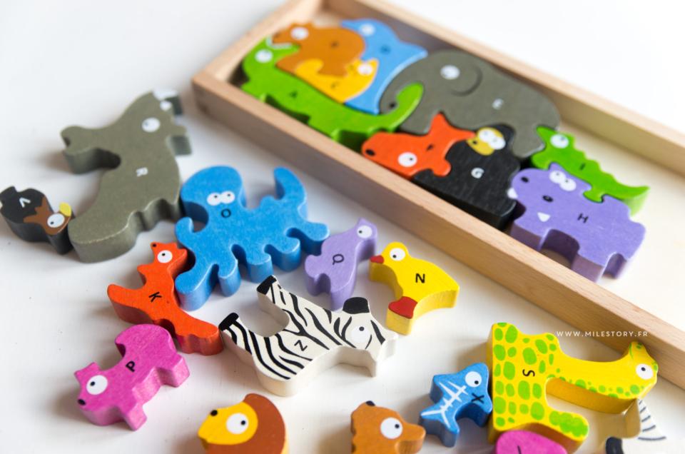 {IEF} Apprendre l'alphabet en jouant avec un puzzle alphabet